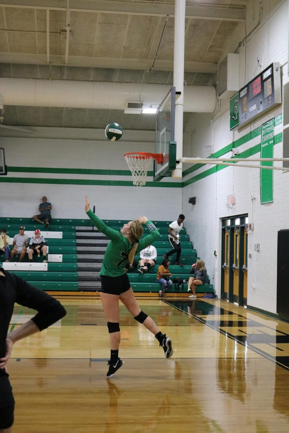 Clemmons%2C+serving+the+ball.