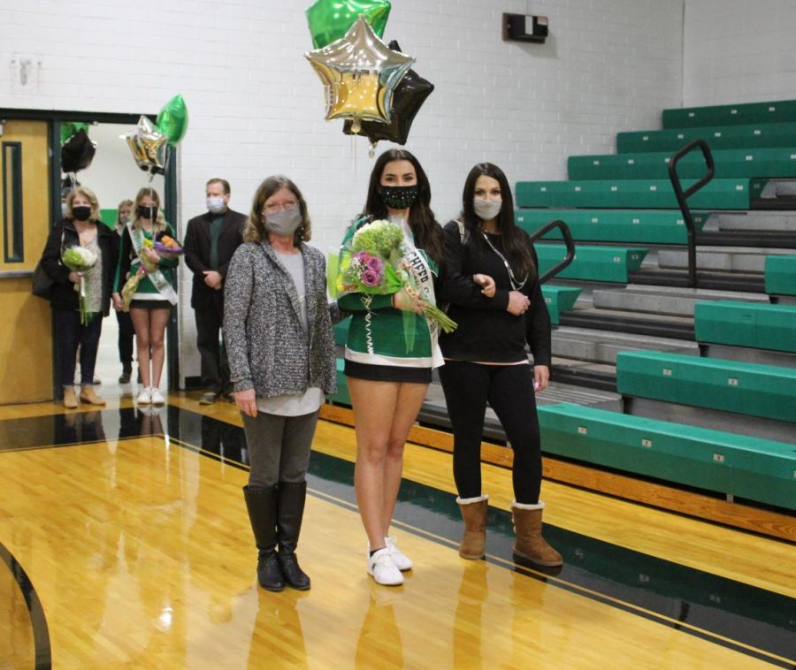 Senior cheerleader Amaya Anderson poses with her family.