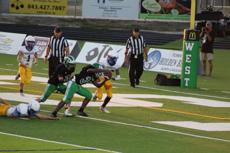 The Trojans run towards the endzone with the ball.
